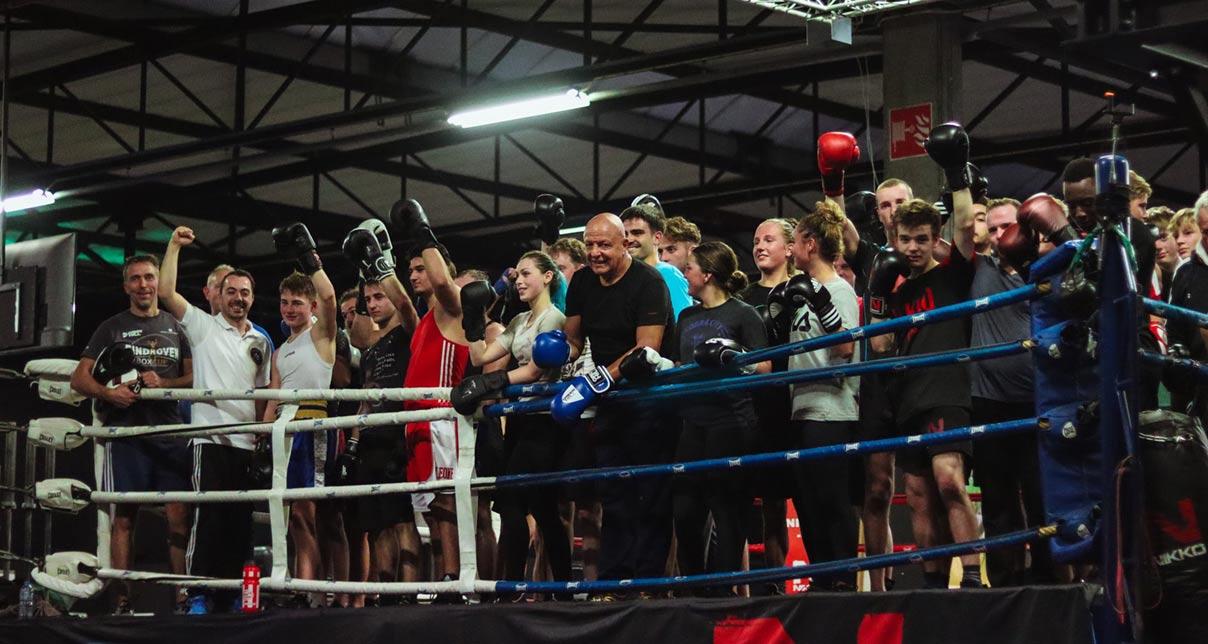 Boksclinics: workshop boksen is de ideale team buildings activiteit .